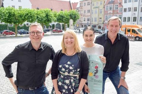 Das Team von Augsburg Marketing präsentiert ein abwechslungsreiches Programm für LA PIAZZA v.L.: Ecke Schmölz, Sophia Henze, Anni Cizmadia, Heinz Stinglwagner